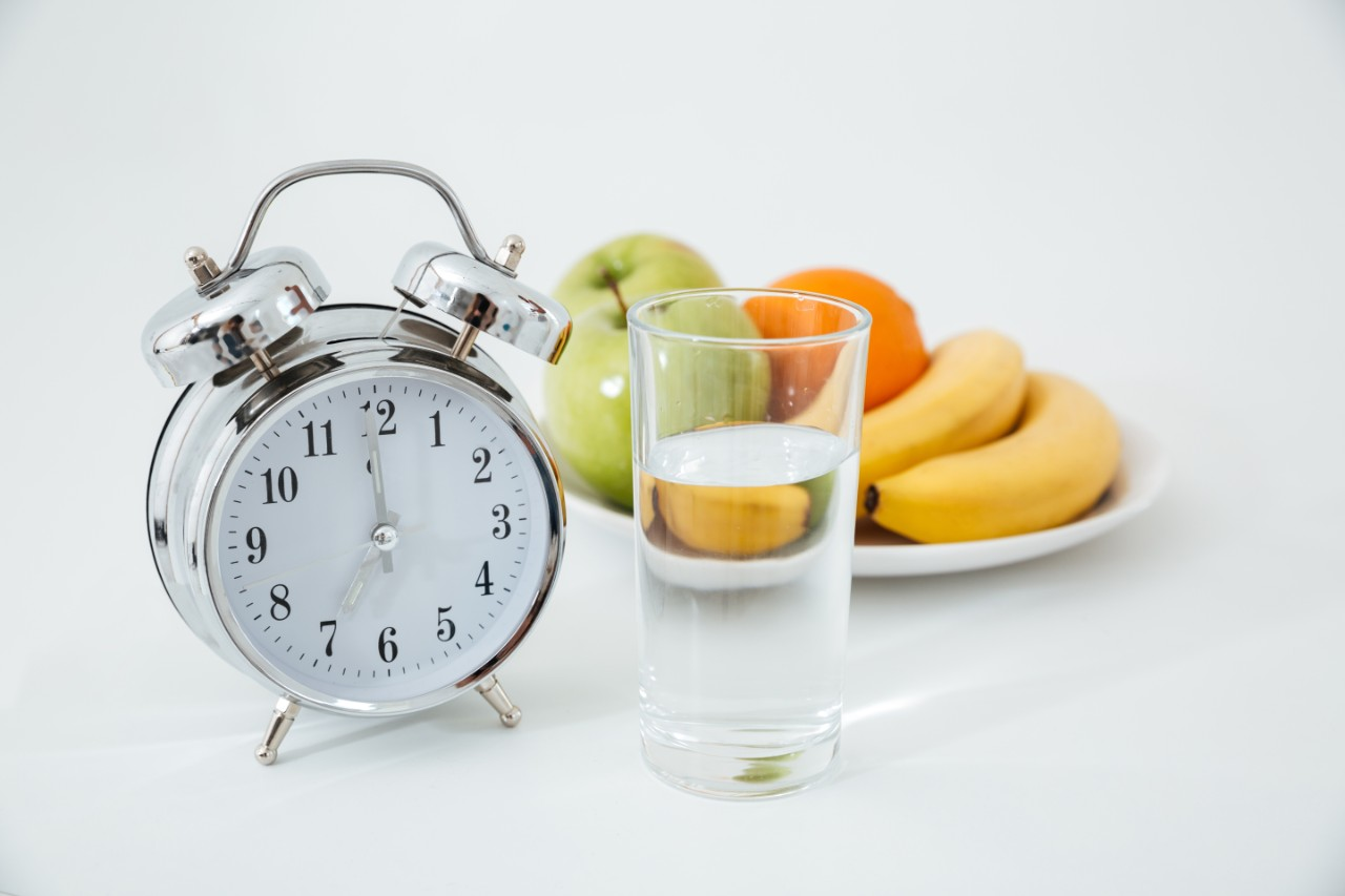 prerušované hladovanie, Prerušované hladovanie alebo intermitent fasting: ako môže pomôcť pri chudnutí?