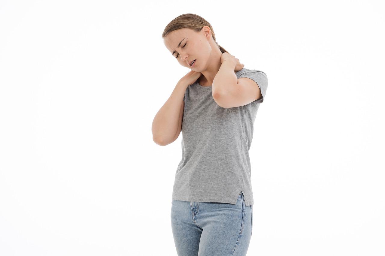 cvičenie na krčnú chrbticu, Ako cvičením poraziť bolesti krčnej chrbtice a na čo si dať pozor?